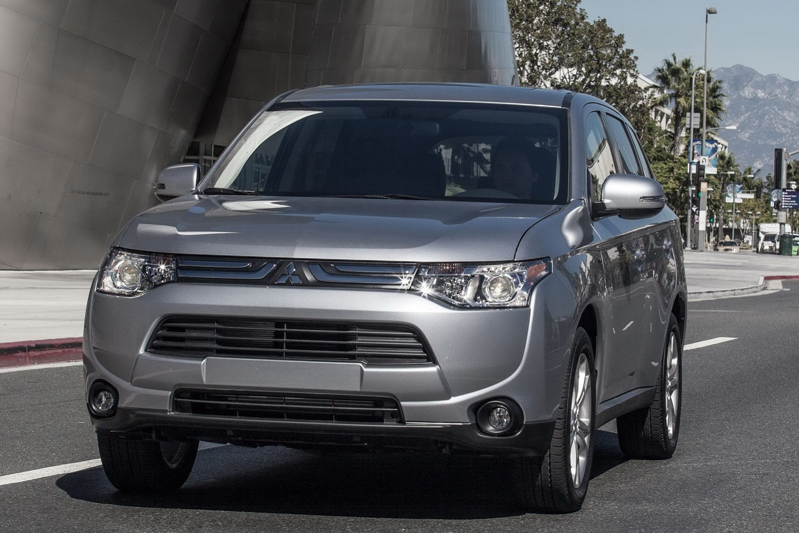 "2014 Mitsubishi Outlander"" พร้อมน้ำหนัก"