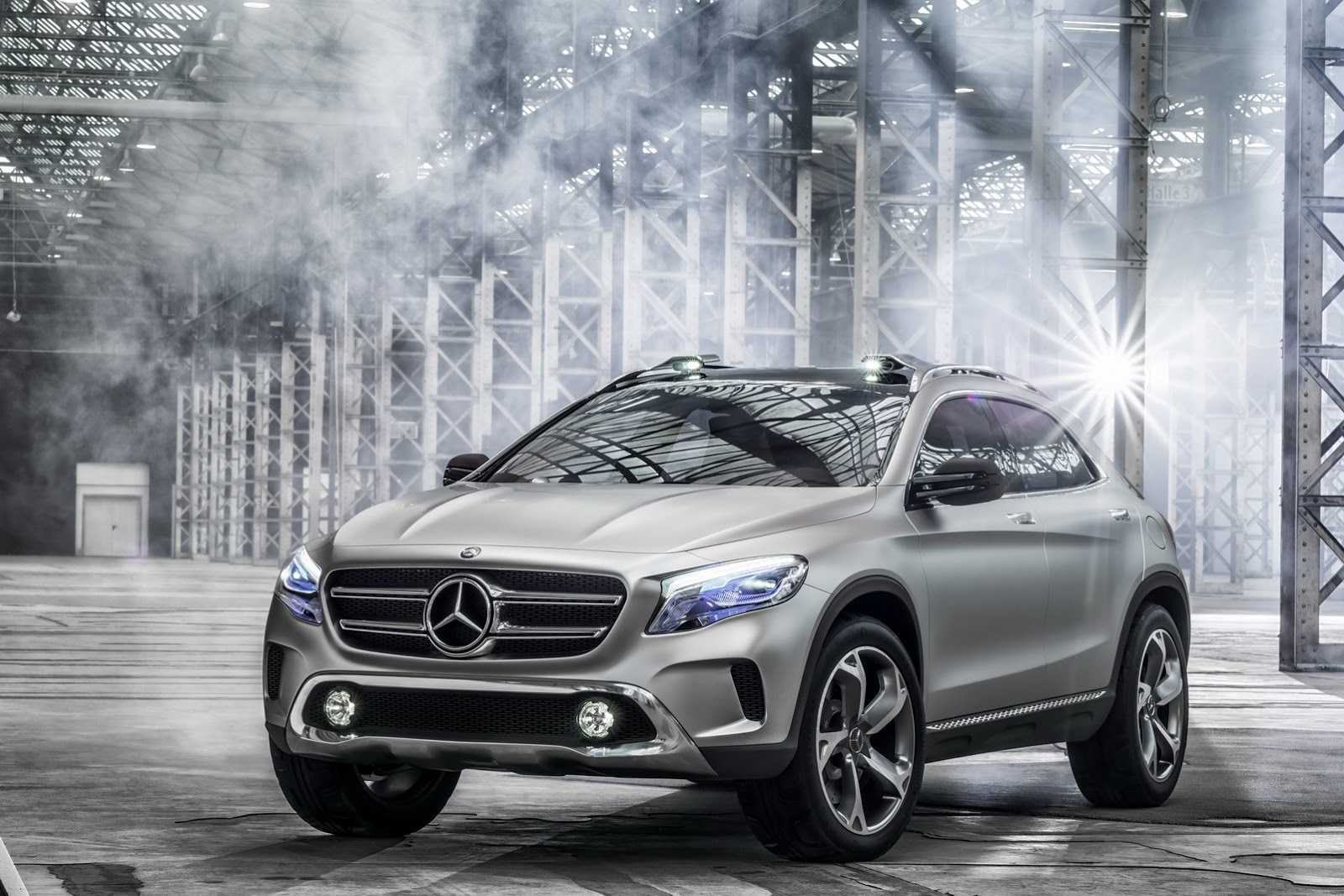 Mercedes benz gla compact crossover for Compact mercedes benz
