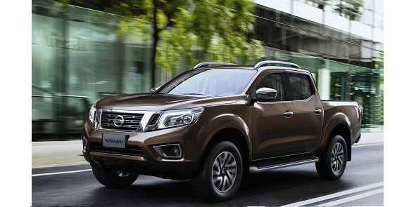 ใหม่ Nissan Navara 2014-2015 ราคา นิสสัน นาวาร่า ตารางราคา-ผ่อน-ดาวน์ Nissan Navara NP300 2014 จากตำนานแห่งความแกร่ง วันนี้… เราได้พัฒนาถึงขีดสุดในทุกมิติของนวัตกรรมล้ำหน้า ที่พร้อมตอบสนองทุกความต้องการของคุณอย่างเหนือชั้น ด้วยช่วงล่างที่ได้รับการขนานนามถึงความแกร่ง พร้อมเครื่องยนต์สมรรถนะระดับโลก ที่จะนำพาคุณโลดแล่นบนทุกเส้นทาง ให้คุณได้สัมผัสประสบการณ์ของปิคอัพยุคใหม่ ที่หลอมรวมความแกร่งระดับตำนาน เข้ากับดีไซน์โดดเด่นทันสมัย พร้อมฟังก์ชั่นภายในที่คัดสรรเฉพาะเทคโนโลยี ระดับสูง พบกับนิสสัน เอ็นพี นาวารา ใหม่ เมื่อความแกร่ง ผสานกับความฉลาดล้ำ…...