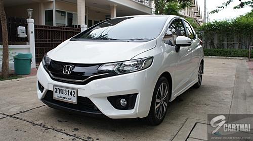 TEST DRIVE : รีวิว Honda JAZZ 2014 ใหม่ สนุกทั้งการขับขี่และการใช้ชีวิต HONDA JAZZ 2014 ใหม่ รถแฮทช์แบ็กที่ครองใจคนไทยมายาวนาน เป็นชื่อแรกที่คนไทยนึกถึงเมื่อพูดถึงรถยนต์ประเภทนี้ ในรุ่นใหม่นี้มีดีไซน์สปอร์ตที่โดนใจวัยรุ่น รองรับพลังงานทางเลือก E85 พร้อมด้วยเบาะนั่งปรับพับได้แบบอัลตราซีท ปรับพื้นที่ได้สนุกมากขึ้นถึง 4 แบบ ฮอนด้า แจ๊ส มีให้เลือก 6 เกรด โดยในบทความนี้เป็นการรีวิวในเกรดท็อปสุด คือ SV+...