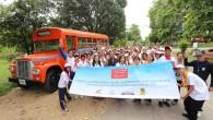 """กองทุนฮอนด้าเคียงข้างไทยร่วมกับกรมป้องกันและบรรเทาสาธารณภัย เดินสายจัดโครงการค่ายเยาวชนอาสาสมัครป้องกันและบรรเทาสาธารณภัย ปีที่ 2 ในจังหวัดลำปางและเชียงราย กรุงเทพฯ – วันที่ 26 กันยายน 2557 — กองทุนฮอนด้าเคียงข้างไทย ภายใต้มูลนิธิฮอนด้าประเทศไทย ร่วมกับกรมป้องกันและบรรเทาสาธารณภัย จัดโครงการ """"ค่ายเยาวชนอาสาสมัครป้องกันและบรรเทาสาธารณภัย ปีที่ 2"""" โดยมีตัวแทนนักเรียนสังกัดสำนักงานเขตพื้นที่การศึกษามัธยมศึกษาจากจังหวัดลำปางและจังหวัดเชียงราย รวม 200 คนเข้ารับการอบรม เพื่อเรียนรู้ทฤษฎีการป้องกันและบรรเทาสาธารณภัยและการฝึกปฏิบัติในการเอาชีวิตรอดและช่วยเหลือผู้อื่นภายใต้สถานการณ์ฉุกเฉิน ค่ายเยาวชนอาสาสมัครป้องกันและบรรเทาสาธารณภัยที่จัดขึ้นนี้มุ่งเน้นการฝึกอบรมแบบเข้มข้นเพื่อให้เยาวชนสามารถนำไปประยุกต์ใช้ได้ในเหตุการณ์จริง เยาวชนจะได้เรียนรู้ทั้งทฤษฎีในการป้องกันและบรรเทาสาธารณภัย ตลอดจนการฝึกปฏิบัติภายใต้สถานการณ์จำลอง 6 สถานี ได้แก่..."""