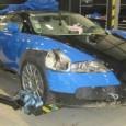 เปิดประมูล Bugatti Veyron ราคาถูกสุดในโลกแต่สภาพพังยับเยิน บางครั้งการซื้อรถที่ราคาแพงอย่างเจ้าสปอร์ตในรุ่น Bugatti Veyron ที่เหมือนเป็นการเล่นพนันรับความเสี่ยงอย่างหนึ่งเพราะมีค่าซ่อมและบำรุงรักษาที่แพงมาก และประกันนั้นก็มักจะเกินวงเงินการดูแลรับผิดชอบอยู่เสมอ และล่าสุดจากเหตุการณ์อุบัติเหตุบนทางยกระดับ Austrian highway, นั้นก็มีรถแบบ Bugatti Veyron คันนี้ที่ได้รับความเสียหายร่วงลงมาทางด้านล่างกว่า 40 เมตรและตัวถังทั้งหมดก็ได้รับความเสียหายแบบยับเยินแต่เครื่องยนต์และเกียร์ยังใช้งานได้ โดยการประเมินราคาซ่อมนั้นทางประกันภัยตีราคาไว้ทั้งหมด 700,000 ปอนด์ หรือประมาณ 923,500 ดอลล่าร์ ซึ่งมากเกินไปและเจ้าของไม่สามารถหาเงินมาจ่ายได้ทำให้พวกเขาตัดสินใจนำมันออกประมูลเอาทุนคืน ล่าสุดนั้นทาง AXA (บริษัทประกันภัยชื่อดังของออสเตรเลีย) นั้นเปิดราคาประมูลอยู่ที่ 191,000...