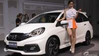 Honda เปิดตัว Honda Mobilio ใหม่ รถอเนกประสงค์ 7 ที่นั่ง ราคาเริ่มต้นที่ 597,000 – 739,000. วันที่ 12 ก.ย. 57 Honda เปิดตัว Honda Mobilio รถอเนกประสงค์ขนาดซับคอมแพคท์ 7 ที่นั่ง ที่พร้อมตอบรับทุกไลฟ์สไตล์ที่หลากหลายคนในยุคปัจจุบัน - ภายนอก ได้รับการออกแบบให้มีสไตล์สปอร์ตทันสมัย โฉบเฉี่ยวทุกมุมมอง โดดเด่นด้วยกระจังหน้าโครเมียมดีไซน์สปอร์ต ไฟหน้าโปรเจคเตอร์พร้อมไฟหรี่แบบ...
