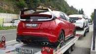 """ช่างภาพอิสระจากญีปุ่นพบ """"2015 Honda Civic Type R"""" ในโครเอเชีย ล่าสุดนั้นทีมงานช่างภาพชื่อดังได้แอบถ่ายรถแบบ """"2015 Honda Civic Type R"""" ที่ติดทะเบียนว่า """"POW3 ROF"""" แล้วในประเทศโครเอเชีย นอกจากนี้ยังมีรายงานว่าพบมันขับทดสอบไปยังประเทศใกล้เคียงอย่างสโลเวเนียด้วย โดยรูปภาพใหม่ล่าสุดนี้นั้นถูกถ่ายโดยทางทีมงานของ FarmofMinds, ซึ่งถ่ายรายละเอียดไว้ได้รอบทั้งคันและชัดเจนเป็นอย่างมากในทุกๆรายละเอียด โดยทีมงานชุดนี้มาจากประเทศญี่ปุ่น นั่นเป็นคำถามแน่นอนว่ารูปภาพชุดนี้จะใช้รถแบบ Civic Type R ในรุ่นล่าสุดหรือไม่หรือว่ากำลังอยู่ในขั้นตอนของการพัฒนากันแน่ แต่รายละเอียดที่แตกต่างจากเดิมคือบริเวณกระจังรอบคันและไฟหน้าที่มีการปรับปรุง โดยไฟหน้าขนาดใหญ่ทั้งด้านหน้าและด้านหลังนั้นเป็นเอกลักษณ์อย่างมาก นอกจากนี้ยังมีท่อไอเสียแบบสปอร์ตที่ดูดุดันมากขึ้นกว่ารุ่นก่อนๆ..."""