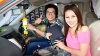 """หญิงลี เลือกซื้อรถกระบะ NISSAN NAVARA NP300 2014 ใหม่ ตอบแทนครูเพลงคู่ใจ กรุงเทพมหานคร: หญิงลี ศรีจุมพล นักร้องลูกทุ่งหมอลำซิ่งสุดฮอต เลือกซื้อรถปิกอัพ นิสสัน เอ็นพี 300 นาวารา รุ่นใหม่ล่าสุด ให้เป็นของขวัญสุดพิเศษตอบแทนครูเพลงคู่ใจอาจารย์บอย เขมราฐ (ที่ 3 จากซ้าย) ผู้แต่งเพลง """"ขอใจเธอแลกเบอร์โทร"""" ที่ทำให้หญิงลีแจ้งเกิดและประสบความสำเร็จอย่างมาก โดยคุณประพัฒน์ เชยชม รองกรรมการผู้จัดการใหญ่อาวุโสการตลาดและขาย บริษัท..."""