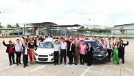 Chevrolet มอบรถสนับสนุนสถาบันการศึกษาไทย ตอกย้ำความมุ่งมั่นของเชฟโรเลตในเรื่องการสนับสนุนการศึกษาโดยเฉพาะในด้านเทคโนโลยียานยนต์ การศึกษาเป็นหนึ่งในสี่เสาหลักของนโยบายความรับผิดชอบต่อสังคมของจีเอ็ม มอบยานยนต์ให้แก่มหาวิทยาลัยและสถาบันการศึกษา 10 แห่ง เพื่อการพัฒนาการเรียนรู้ ระยอง ประเทศไทย – เจนเนอรัล มอเตอร์ส ประเทศไทย นำโดยทีมฝ่ายวิศวกรรมผลิตภัณฑ์เตรียมส่งมอบรถเชฟโรเลตจำนวน 10 คันให้แก่มหาวิทยาลัยและวิทยาลัยเทคนิคในประเทศไทย โดยการมอบรถเชฟโรเลตครั้งนี้เป็นการตอกย้ำถึงความมุ่งมั่นของจีเอ็มในการ สนับสนุนการศึกษาด้านเทคนิคขั้นสูงโดยเฉพาะอย่างยิ่งในด้านวิศวกรรมและ เทคโนโลยียานยนต์ รถเชฟโรเลตทั้ง 10 คันประกอบด้วยแคปติวา 3 คัน เทรลเบลเซอร์ 2 คัน โคโลราโด 2...