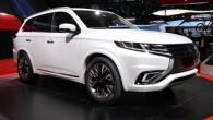 "Mitsubishi เปิดตัวโฉมแบบ PHEV Versions สำหรับรถ ""ASX และ Pajero / Shogun"" รถแบบ Mitsubishi Outlander PHEV นั้นถือเป็นพี่ใหญ่อีกรุ่นหนึ่งในตลาดรถของรูปแบบ Hybrid สำหรับตลาดของทวีปยุโรป และล่าสุดนั้นมันได้เริ่มต้นผลิตแล้วสำหรับออกขายในช่วงปีหน้า โดยสื่ออย่าง AutoNews นั้นรายงานออกมาว่ารถแบบใหม่สองรุ่นที่ว่านั้นคือเจ้า ASX model (เรียกว่าโฉมแบบ Outlander Sport สำหรับในประเทศสหรัฐอเมริกา) และนอกจากนี้ยังมีรถแบบ Pajero/Shogun แบบใหม่..."