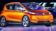 """เปิดตัว """"Chevrolet Bolt EV"""" ในสหรัฐอเมริกาเริ่มต้นที่ $ 30,000 ในงานอย่าง Detroit Auto Show ล่าสุดนี้นั้นค่ายรถอย่าง Chevrolet จากประเทศสหรัฐอเมริกาได้พร้อมเปิดตัวรถแบบ Bolt ใน Generation ที่สองแล้วซึ่งจะเปิดตัวในประเทศสหรัฐอเมริกาพร้อมราคาเริ่มต้น 30,000 ดอลล่าร์เพื่อเป็นคู่แข่งโดยตรงกับเจ้ารถแบบ BMW i3 GM แบรนด์แม่ของพวกเขาเปิดเผยตัวเลขอย่างเป็นทางการออกมาแล้วว่ารถแบบ long-range all-electric (ขับเคลื่อนด้วยไฟฟ้าระยะไกล) คันนี้จะวิ่งได้ระยะทางทั้งสิ้น 200 ไมล์เลยทีเดียวแต่มีราคาถูกกว่าเดิมและในอนาคตก็เตรียมจะส่งออกไปทั่วโลกด้วย..."""