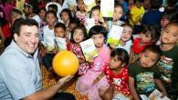 """CHEVROLET จับมือลูกค้าร่วมกันสร้างรอยยิ้มให้กับเด็ก คาราวานรถแคปติวาและเทรลเบลเซอร์ร่วมเดินทางสู่โรงเรียนในชุมชนต่างๆ เด็กนักเรียนได้รับมอบวัน เวิลด์ ฟุตบอล หนังสือเรียน และของขวัญต่างๆ ในเทศกาลปีใหม่และวันเด็ก ผู้จัดจำหน่ายเชฟโรเลตในพื้นที่ต่างๆ ร่วมสนับสนุนกิจกรรมเพื่อสังคมนี้ กรุงเทพฯ ประเทศไทย – เชฟโรเลต ประเทศไทย จับมือกับกลุ่มลูกค้าร่วมส่งมอบรอยยิ้มในช่วงเทศกาลปีใหม่ให้กับเด็กนักเรียนในชุมชนต่างๆ โดยมีการจัดกิจกรรมพิเศษซึ่งตรงกับการเฉลิมฉลองวันเด็กแห่งชาติซึ่งได้รับการสนับสนุนจากผู้จัดจำหน่ายเชฟโรเลตในพื้นที่ต่างๆ ตอกย้ำความมุ่งมั่นในการพัฒนาชุมชนที่ดำเนินธุรกิจอยู่เพื่อเสริมสร้างความสัมพันธ์ในระยะยาว กิจกรรมเพื่อสังคมครั้งนี้เริ่มต้นด้วยการเดินทางของกลุ่มแคปติวา คลับ มุ่งหน้าสู่โรงเรียนในอำเภอบ้านไร่ จังหวัดอุทัยธานี ภายใต้ชื่องาน """"มายเวย์ มายแคปติวา แรลลี่ (My Way –..."""