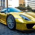 """พบรูปสปอร์ต """"Porsche 918 Spyder"""" ทำสีทองอร่ามถูกโพสต์ลง IG นอกจากรถที่ราคาแพงเป็นทุนเดิมอยู่แล้วการเคลือบสีรถ (Wrap Car) นั้นยังทำให้มันดูดีขึ้นมาและหรูหราอีกเป็นกอง โดยเฉพาะอย่างยิ่งถ้าหากเป็นสีทองอร่ามแบบที่เราจะนำเสนอให้ชมกันในข่าวนี้ เจ้ารถสปอร์ตสุดหรูคันนี้โดนถ่ายภาพไว้โดยยูสเซอร์ """"Patrick3331"""" ในโปรแกรมโซเชี่ยลอย่าง Instragram ซึ่งเป็นรถในรุ่นแบบ Porsche 918 Spyder No.222 (ในรุ่นพิเศษนี้ออกมาจำนวนทั้งสิ้น 918 คันเท่านั้น) โดยมันจอดอยู่ในโรงแรมแห่งหนึ่งที่ประเทศ Saudi Arabia. สำหรับรายละเอียดชุดแต่งของมันนั้นประกอบไปด้วยวัสดุอย่าง carbon fiber (คาร์บอนไฟเบอร์)..."""