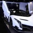 Lamborghini Veneno เดินทางถึงตัวแทนจำหน่ายในฮ่องกงเรียบร้อยแล้วด้วยราคา 3.3 ล้านยูโร คุณลองนึกภาพรถสปอร์ตมากมายในปัจจุบันที่กำลังแข่งขันในตลาดโลกขณะนี้ และหนึ่งในแบรนด์ที่ได้รับความนิยมนั้นก็หนีไม่พ้นทาง Lamborghini สปอร์ตสัญชาติอิตาลี่ที่เป็นหนึ่งในโลกและต้องการยอดขายมากถึง 10,000 คันทั่วโลกในรุ่นใหม่ รถสปอร์ตรุ่นเเก่าก่อนหน้านี้อย่าง Gallardo นั้นเคยสร้างความน่าตื่นตาตื่นใจมาแล้วในวงการสปอร์ตคู่กับรถแบบ Ferrati 458 จนกระทั่งรถสปอร์ตรุ่นใหม่อย่าง Veneno Roadster ออกมาในปีนี้ก็ยังคงขายอย่างต่อเนื่องและล่าสุดได้เดินทางถึงตัวแทนจำหน่ายในฮ่องกงเรียบร้อยแล้ว สำหรับราคาของเจ้า Veneno Roadster นั้นอยู่ที่ประมาณ 3.3 ล้านยูโร ซึ่งทำให้มันก้าวขึ้นไปเป็น 1 ใน 10...