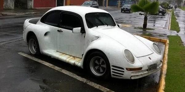 """เผยภาพถ่ายชุดแต่ง VW Beelte แปลงเป็น """"Porsche 959"""" จากทางบ้าน แบรนด์รถเก่าแก่จากประเทศเยอรมันอย่างทาง Porsche และ Volkswagen นั้นมีสายสัมพันธ์เป็นอย่างดีในระยะเวลานานมาแล้ว จะเห็นได้จากผู้ก่อตั้ง Porsche อย่าง Ferdinand Porsche นั้นก็เคยใช้รถแบบ VW Beetle ด้วย และล่าสุดในปัจจุบันนั้นก็ได้มีผู้ทำรถเก่าแก่ของ VW ในรุ่นแบบ """"original Beetle"""" (เต่าแบบดั้งเดิม) มาแต่งเป็นรถแบบ Porsche 959 […]"""