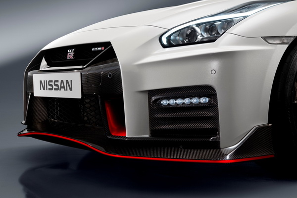 2017-Nissan-GT-R-Nismo_1