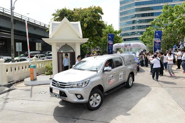 Toyota-Hilux-Revo-Caravan-Trip_05