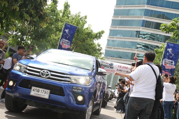 Toyota-Hilux-Revo-Caravan-Trip_13