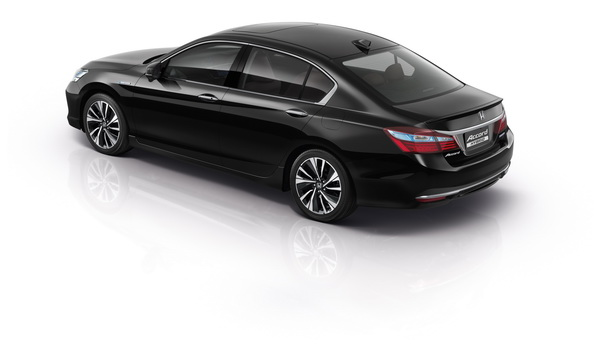 New Honda Accord Hybrid_Rear_resize