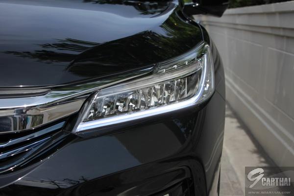 2016-Honda-Accord-Hybrid-TECH-Reivew_13