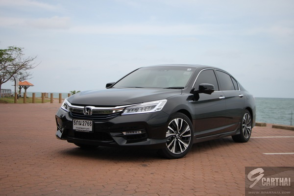2016-Honda-Accord-Hybrid-TECH-Reivew_14