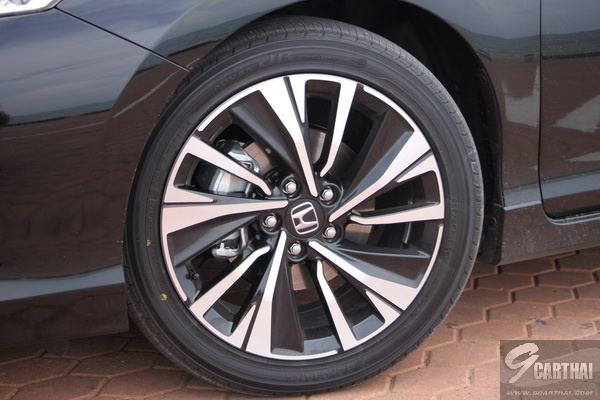 2016-Honda-Accord-Hybrid-TECH-Reivew_18