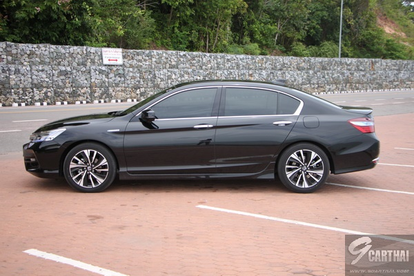 2016-Honda-Accord-Hybrid-TECH-Reivew_27