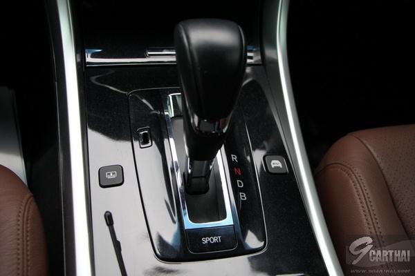 2016-Honda-Accord-Hybrid-TECH-Reivew_39