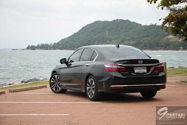 2016-Honda-Accord-Hybrid-TECH-Reivew_47