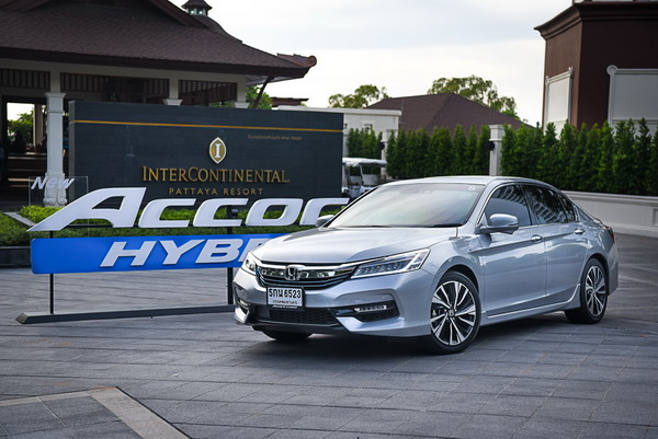 2016-Honda-Accord-Hybrid-TECH_9