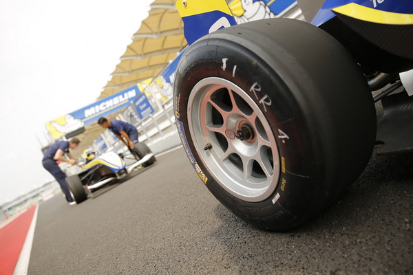 F4-Tyres