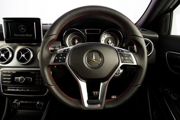 GLA250-AMG-Dynamic-Interior_3