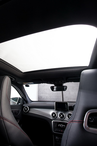 GLA250-AMG-Dynamic-Interior_9