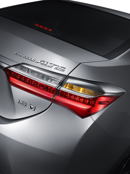 2017-Toyota-Corolla-Altis_5