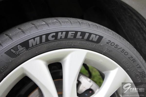 Michelin-Pilot-Sport-4_02_resize