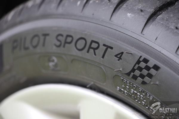 Michelin-Pilot-Sport-4_05_resize