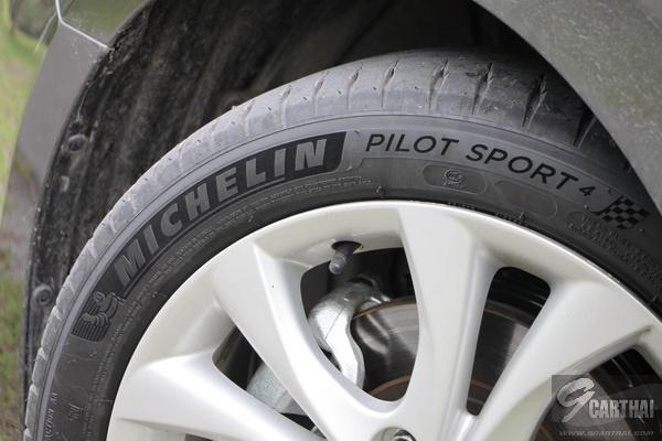 Michelin-Pilot-Sport-4_06_resize