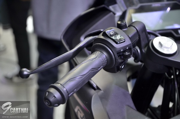 2017-Yamaha-YZF-R15-9carthai_06