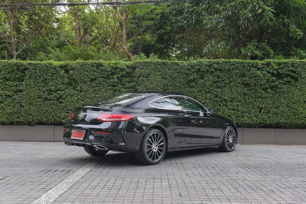 Mercedes-Benz-C250 Coupe AMG Dynamic_Black_04