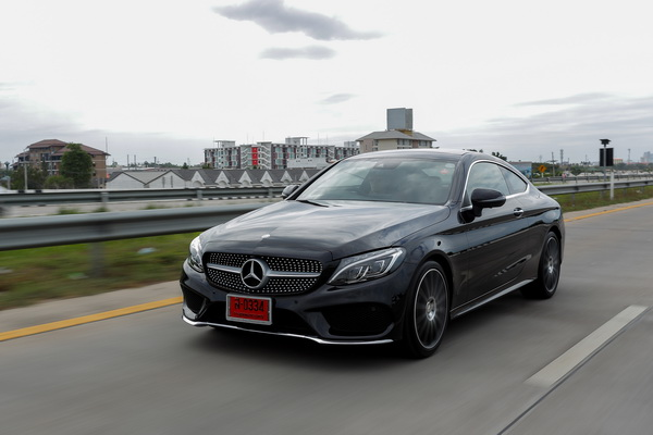 Mercedes-Benz-C250 Coupe AMG Dynamic_Black_15