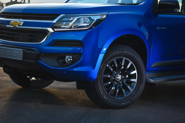 2017-Chevrolet-Colorado-High-Country-STORM_1