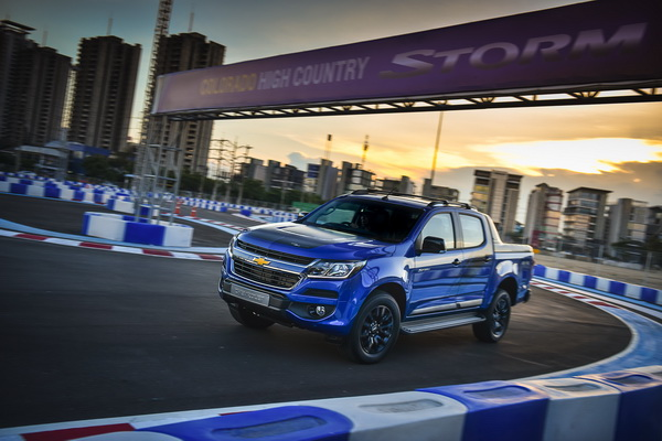 2017-Chevrolet-Colorado-High-Country-STORM_4