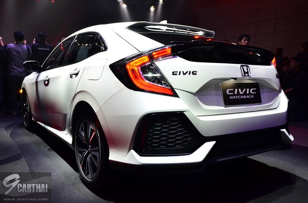 2017-Honda-Civic-HB_08