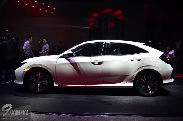 2017-Honda-Civic-HB_09