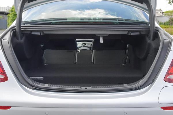 2017-Mercedes-Benz-E350e_12