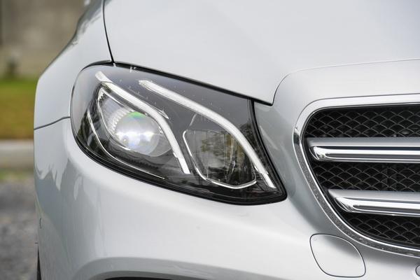 2017-Mercedes-Benz-E350e_16