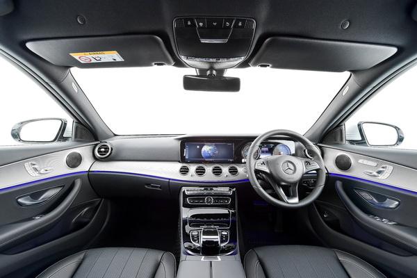 2017-Mercedes-Benz-E350e_25