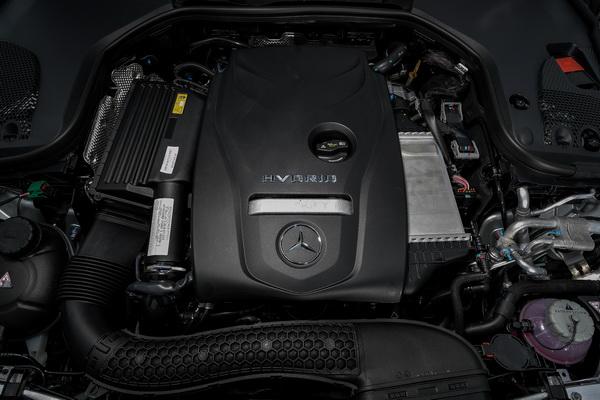 2017-Mercedes-Benz-E350e_26