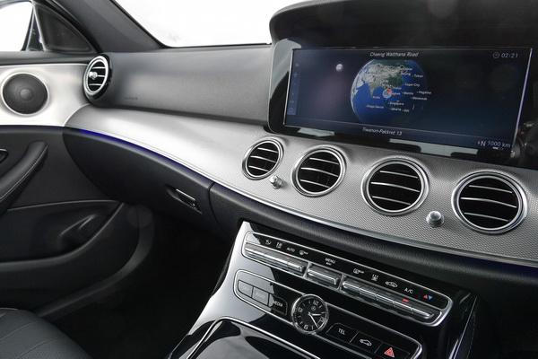 2017-Mercedes-Benz-E350e_38