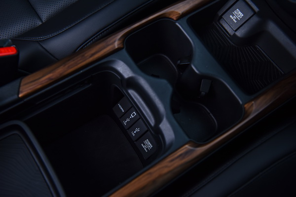 2017-Honda-CR-V-IVTEC-Interior_12