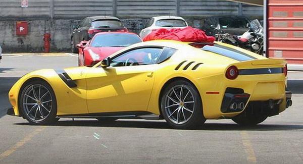 เผยภาพถ่ายรถสปอร์ตแบบ ferrari f12 gto  speciale บนถนนจริง